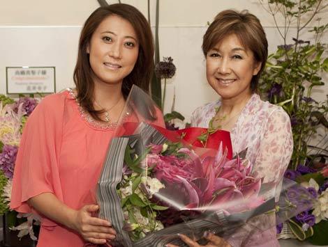全国ツアー東京公演を行った高橋真梨子と、アンコールにゲスト出演した友近