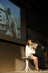 イベントで朗読を披露した小泉今日子
