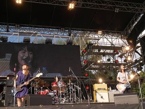 FM802の夏フェス『MEET THE WORLD BEAT 2010』に出演したチャットモンチー