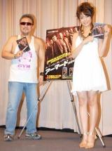 映画『アーマード武装地帯』のBD&DVD発売イベントに参加した(左から)テレンス・リー、中村静香 (C)ORICON DD inc.