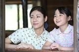 『ゲゲゲの女房』のヒロイン・村井布美枝(松下奈緒)と長女・藍子(菊池和澄)