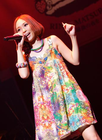 愛内里菜が芸能界引退を発表した、ファンクラブ会員限定LIVE(7月30日開催)の模様
