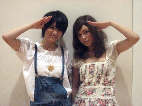映画『恋するナポリタン』の応援ソングを歌うことになったLoveのMISAKI(左)とSTEPHANIE