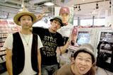 HMV渋谷をサプライズで訪問した(左より)モン吉、ファンキー加藤、DJケミカル