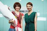 「妹」オーディションの優勝者・蝦名 恵(左)。右は宍戸留美