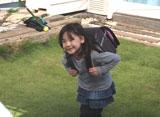 可愛らしい姿で撮影現場を和ませていた芦田愛菜/イトーヨーカドーのランドセルCMメイキングカット