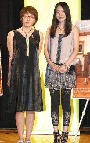 映画『トイレット』の公開記念イベントに出席した(左から)荻上直子監督、植村花菜 (C)ORICON DD inc.