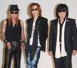 『X JAPAN WORLD TOUR Live in YOKOHAMA』に元メンバーのTAIJI(左)が参戦することを発表した、X JAPANのYOSHIKI(中央)とToshI (C)ORICON DD inc.