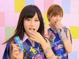 前田敦子と篠田麻里子(右)が出演する『ぷっちょ』(UHA味覚糖)新CM