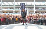 神奈川・ラゾーナ川崎でシングル「Naked arms/SWORD SUMMIT」の発売記念イベントを行い、同所での過去最高となる動員人数1万5000人を記録したT.M.Revolution (C)ORICON DD inc.
