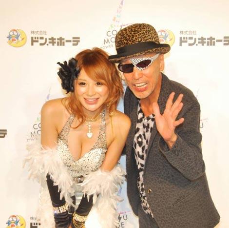 イベント『COSU MODE POWER 2010』に参加した(左から)手島優、テリー伊藤 (C)ORICON DD inc.
