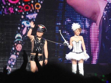 イベント『COSU MODE POWER 2010』に参加した(左から)カンニング竹山、鈴木紗理奈 (C)ORICON DD inc.