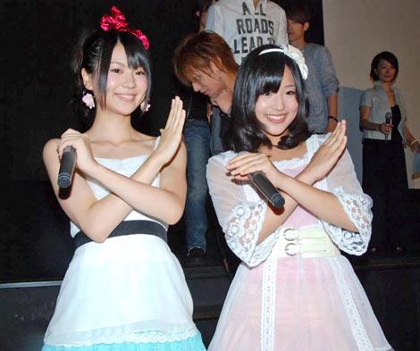 映画『×ゲーム』の完成披露試写舞台あいさつに出席したAKB48の(左から)菊地あやか、仲川遥香 (C)ORICON DD inc.