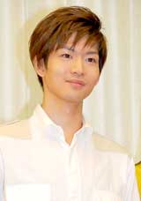 舞台『さくら色 オカンの嫁入り』の制作発表会見に出席した松下洸平