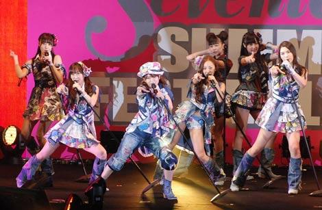 『Seventeen 夏の学園祭2010』に出演したAKB48 (C)ORICON DD inc.
