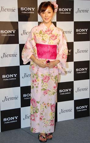"""ソニーヘッドホン""""Jienne""""のイベントにピンクを基調とした可愛らしい浴衣姿で出席した徳澤直子 (C)ORICON DD inc."""