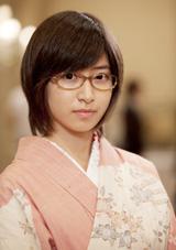 和装でメガネ姿を初披露する南沢奈央