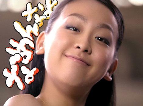 「なめんなよっと!」とお茶目な姿も披露する浅田真央選手/『クランキー』(ロッテ)新CM