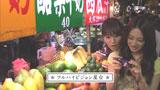 """屋台が並ぶ""""夜市""""に繰り出した北川景子(右)/『サイバーショット DSC-WX5』(ソニー)CM"""