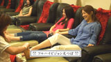 足つぼマッサージを受ける北川景子(左)/『サイバーショット DSC-WX5』(ソニー)CM