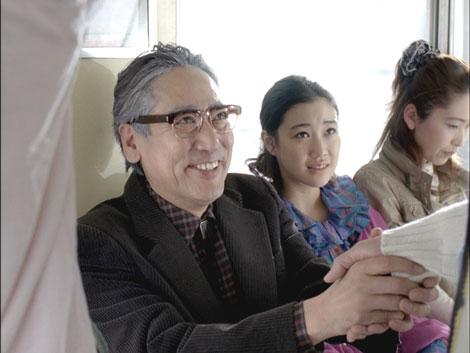 老けメイクで蒼井優の父親を演じるルー大柴/JRA新CM