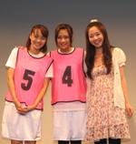 舞台『こもれびの中で2010』の取材会に登場した真家瑠美子、池澤あやか、原 嶺衣奈(左から)。