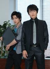 舎弟・坂上竜一を演じる本作がドラマ復帰作となる大東俊介(左)と千原ジュニア (c)関西テレビ