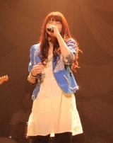 いきものがかりが初の武道館公演、気持ちを込めて歌いあげる吉岡聖恵