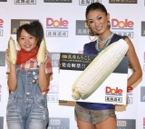 ドール『真珠もろこし』2010年度発売解禁イベントに出席した(左から)さくらまや、板井麻衣子