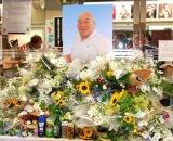 小鉄さん、献花台&10カウントゴングで追悼