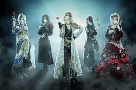 """""""6人体制""""で生まれ変わった新生Versailles(左から、TERU、MASASHI、KAMIJO、YUKI、HIZAKI)"""