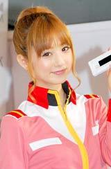 『ガンプラケータイ』発売記念セレモニーに連邦軍制服姿で登場した小倉優子