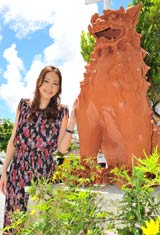 故郷沖縄で初の凱旋舞台あいさつを行った新垣結衣