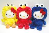 ハローキティと『セサミストリート』、世界的キャラクターのコラボ商品 ハローキティと『セサミストリート』、世界的キャラクターのコラボ商品 TM/(C) Sesame Workshop (C)1976, 2010 SANRIO CO., LTD.
