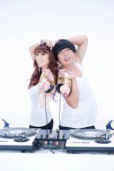 "DJ KAORIと""DJ HIMURA""がCMで共演"