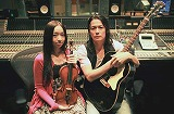 レコーディング時の宮本笑里と福山雅治 (C)日本テレビ