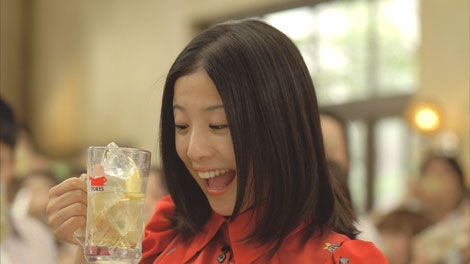 「あー!」とハイボールを飲む吉高由里子/『トリス』(サントリー)シリーズ新CM