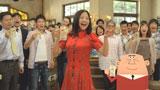 大勢の人たちと乾杯する吉高由里子とアンクルトリス/『トリス』(サントリー)シリーズ新CM