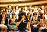 "FM TOKYO「KIRIN BEER ""Good Luck"" LIVE」で生歌を披露した山崎とリスナー (c)oriconDD.inc"