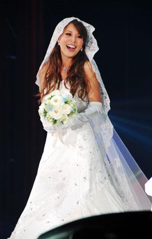 日本最大級のファッションと音楽の祭典『Girls Award 2010 AUTUMN/WINTER』に出演し、ウエディングドレス姿を披露したモデルの山本優希 (C)ORICON DD inc.
