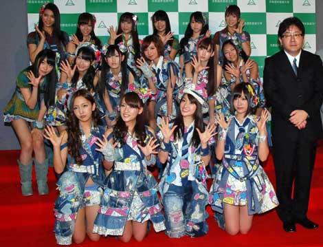 AKB48と秋元康プロデューサー (C)ORICON DD inc.