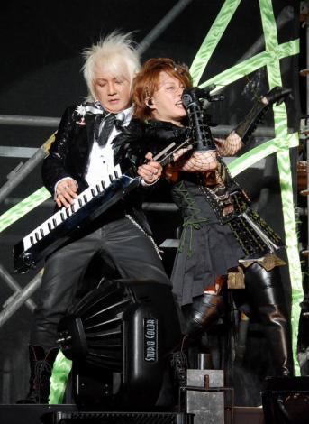 『イナズマロック フェス 2010』で10年ぶりに共演した浅倉大介と西川貴教 (C)ORICON DD inc.