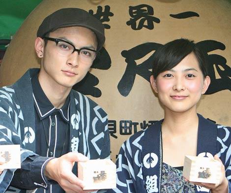 映画『おにいちゃんのハナビ』のヒット祈願を行った(左から)高良健吾、谷村美月 (C)ORICON DD inc.
