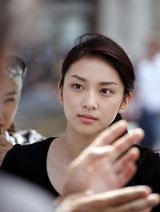 大人びた表情も印象的な武井咲/『TSUBAKI  WATER』(資生堂)新CMメイキングカット