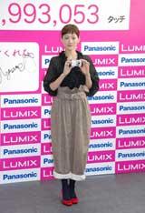 コンパクトデジタルカメラ『LUMIX FX700』のイベントに出席した綾瀬はるか (C)ORICON DD inc.