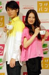 「クノール カップスープ」新CM発表会に出席した、三浦春馬(左)と北川景子 (C)ORICON DD inc.
