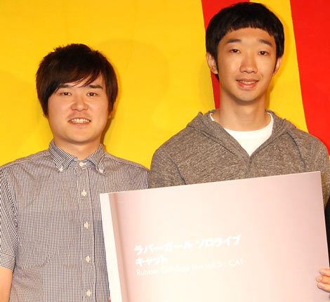 新作DVD発売記念イベントを行ったラバーガールの(左から)飛永翼と大水洋介 (C)ORICON DD inc.