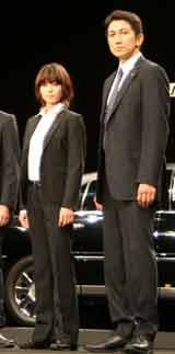 映画『SP』完成披露試写会に出席した(左から)真木よう子、神尾佑