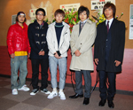 『アメリカ』に出演するD-BOYSの5人。左から加治将樹、鈴木裕樹、柳下大、荒木宏文、山田悠介