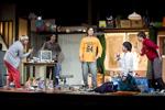 舞台『アメリカ』より。ボロアパートの一室を舞台にした一幕モノだ